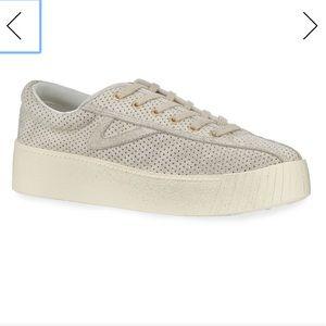 Tretorn Nylite Sneaker in Sand - sz 9